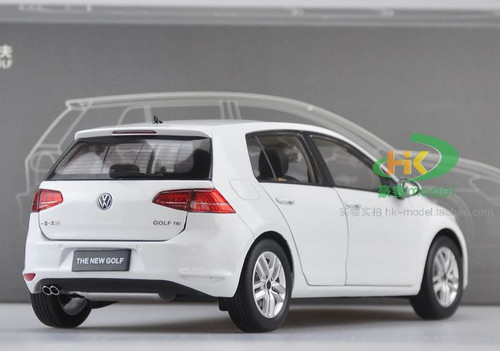 1/18 Dealer Edition Volkswagen Golf VII 7th Generation (White) Diecast Car Model