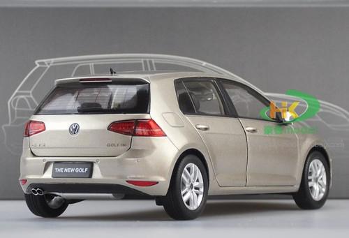1/18 Dealer Edition Volkswagen Golf VII 7th Generation (Golden/Champagne) Diecast Car Model