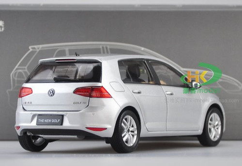 1/18 Dealer Edition Volkswagen Golf VII 7th Generation (Silver) Diecast Car Model