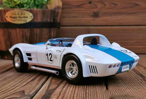 1/18 Chevrolet Chevy 1964 Corvette Convertible #12 (White) Diecast Car Model