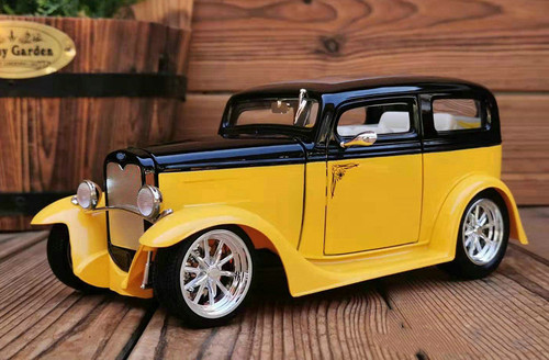 1/18 1931 Ford Model A Sedan (Yellow / Black) Diecast Car Model
