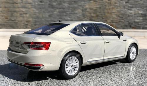 1/18 Dealer Edition 2020 Skoda Superb (Light Champagne) Diecast Car Model