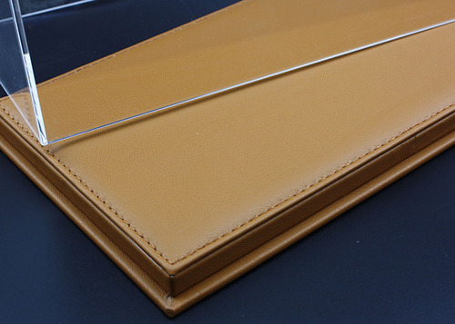 1/18 Acrylic Brown Leather Base Diecast Model Display Case