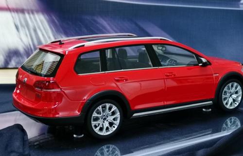 1/18 DNA Volkswagen VW Golf 7 VII Touring Hatchback (Red) Resin Car Model Limited