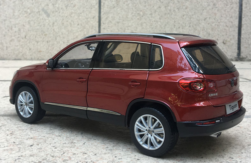 1/18 Dealer Edition 2012 Volkswagen VW Tiguan (Red) Diecast Car Model