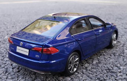 1/18 Dealer Edition 2019 / 2020 Volkwagen VW Bora (Blue) Diecast Car Model