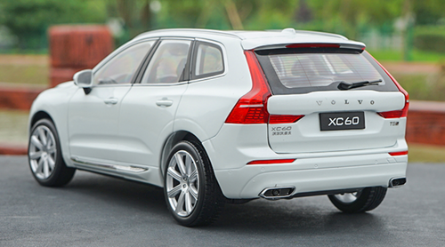 1/18 Dealer Edition Volvo XC60 Inscription Luxury (White) (2018-Current) Diecast Car Model