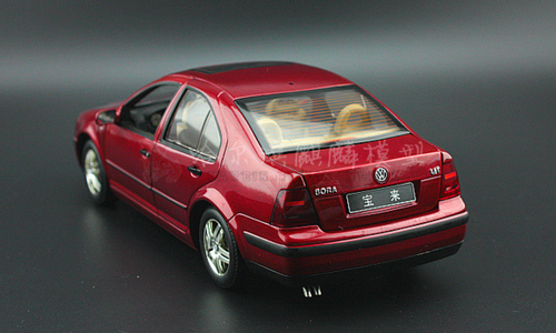 1/18 Dealer Edition Volkswagen VW Jetta / Bora (Red) 4th generation (A4, Typ 1J; 1999–2005) Diecast Car Model