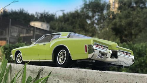 1/18 Road Signature 1971 Buick Riviera RS Diecast Car Model
