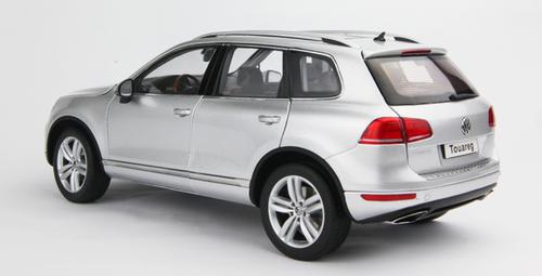 1/18 Kyosho 2010 Volkswagen VW Touareg (Silver) Diecast Car Model