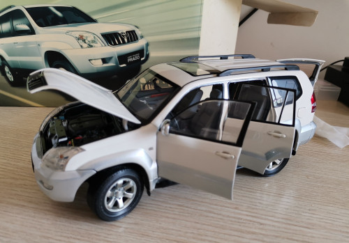1/18 Dealer Edition Prado (White) Diecast Car Model