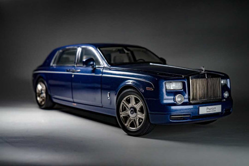 1/18 Kyosho Rolls-Royce Phantom EWB (Blue w/ Light Interior) Diecast Car Model