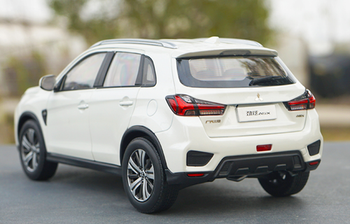 1/18 Dealer Edition 2018 / 2019 Mitsubishi ASX (White) Diecast Car Model