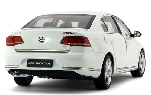 1/18 Dealer Edition 2011 Volkswagen VW Magotan / Passat (White) Diecast Car Model