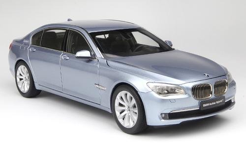 1/18 Kyosho BMW 7 Series (F02) Active Hybrid 7 (Silver Blue) Diecast Car Model