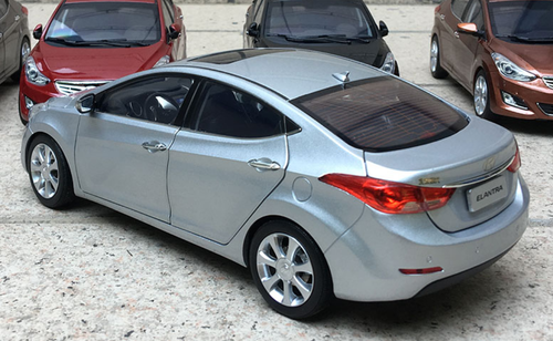 1/18 Dealer Edition Hyundai Elantra (Silver) 5th generation (MD/UD; 2011–2015) Diecast Car Model