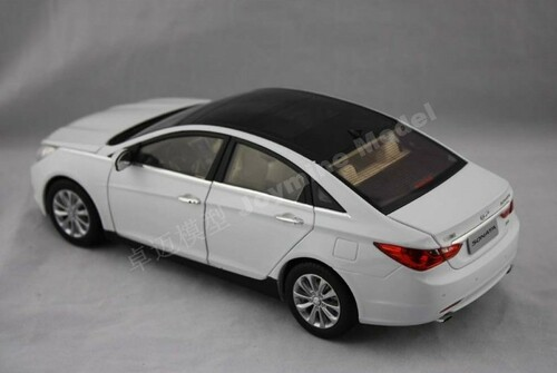 1/18 HYUNDAI SONATA (WHITE) DIECAST CAR MODEL