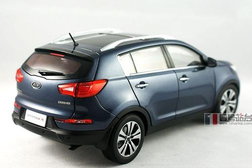 1/18 KIA SPORTAGE (BLUE) DIECAST CAR MODEL