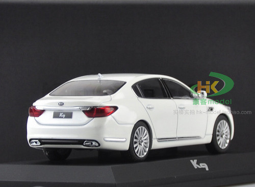 1/32 Dealer Edition Kia K900 / K9 / Quoris (White) Diecast Car Model