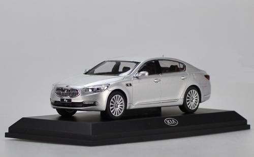 1/32 Dealer Edition Kia K900 / K9 / Quoris (Silver) Diecast Car Model