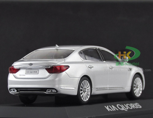 1/32 Dealer Edition Kia K900 / K9 / Quoris (Silver) Diecast Car Model