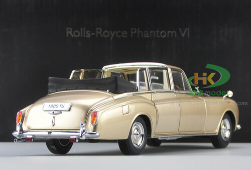 1/18 1967 ROLLS-ROYCE PHANTOM VI CONVERTIBLE (GOLDEN CHAMPAGNE) Diecast Car Model