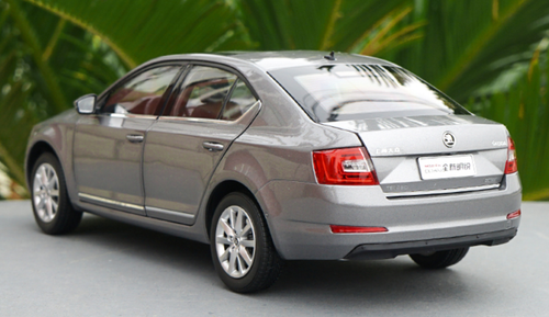 1/18 Dealer Edition SKODA OCTAVIA (Silver Grey) Diecast Car Model