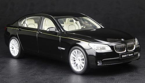 1/18 Kyosho BMW 7 Series 760Li (F02) (BLACK) Diecast Car Model