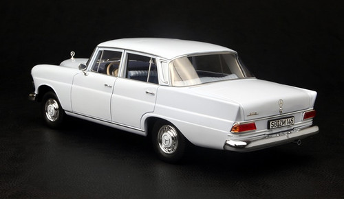 1/18 NOREV MERCEDES-BENZ 200 (LIGHT BLUE) DIECAST MODEL!