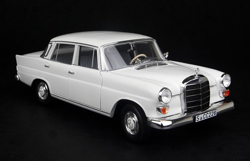 1/18 NOREV MERCEDES-BENZ 200 (WHITE) DIECAST MODEL!