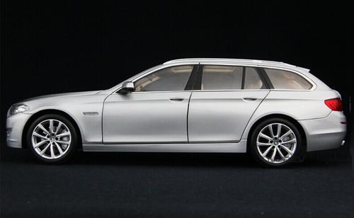 1/18 BMW 5 Series Touring F10/F11/F07/F18 (2010–2016) (Silver) Diecast Car Model