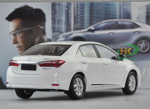1/18 TOYOTA Corolla (WHITE) DIECAST CAR MODEL