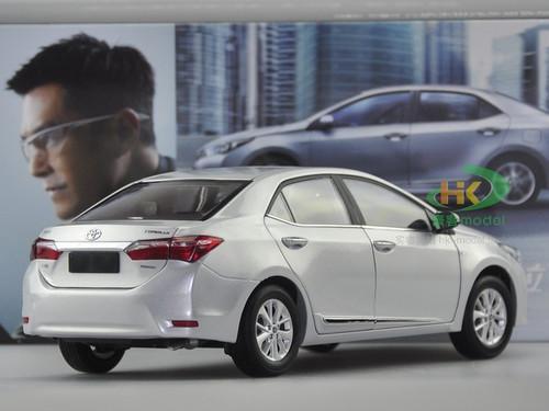1/18 Dealer Edition Toyota Corolla (Silver) Diecast Car Model