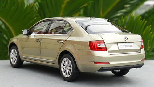 1/18 Dealer Edition SKODA OCTAVIA (Champagne) Diecast Car Model