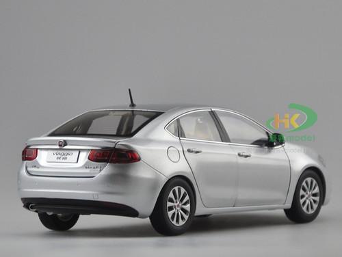 1/18 Dealer Edition Fiat Viaggio (Silver)