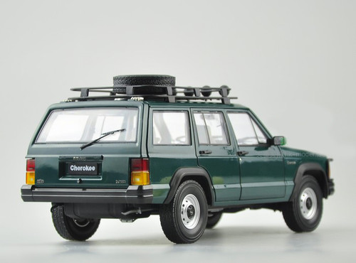 1/18 Dealer Edition Classic Jeep Cherokee (Green) Diecast Car Model