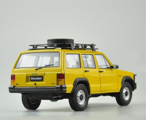 1/18 Dealer Edition Classic Jeep Cherokee (Yellow) Diecast Car Model