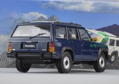1/18 Dealer Edition Classic Jeep Cherokee (Blue) Diecast Car Model