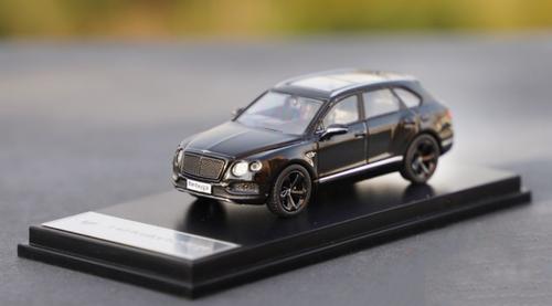 1/64 Dealer Edition Bentley Bentayga (Black) Diecast Car Model
