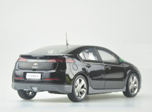 1/18 Dealer Edition Chevrolet Chevy Volt (Black) Diecast Car Model