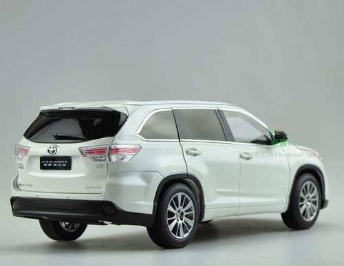 1/18 Dealer Edition 2015 Toyota Highlander (White)