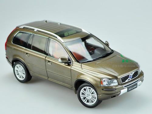 1/18 Dealer Edition Volvo XC90 (Brown)