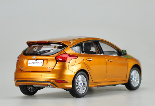 1/18 Dealer Edition 2015 Ford Focus (Orange) Diecast Car Model