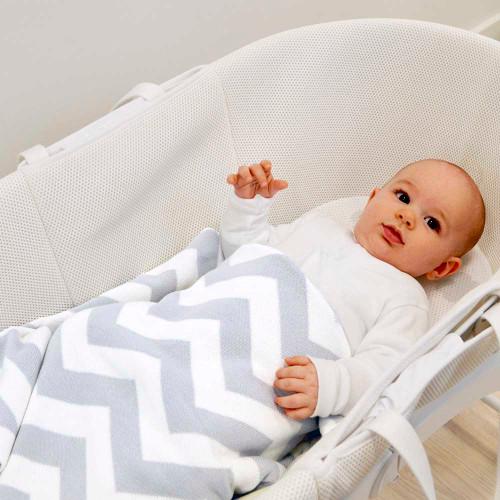 Shnuggle Knitted Cotton Blanket - Chevron (lifestyle)