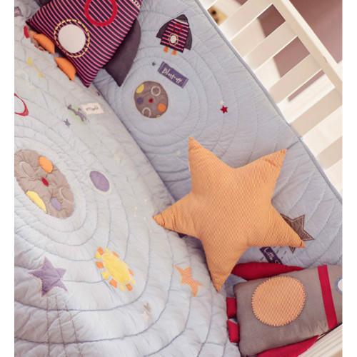 Bizzi Growin Star Cushion (lifestyle)