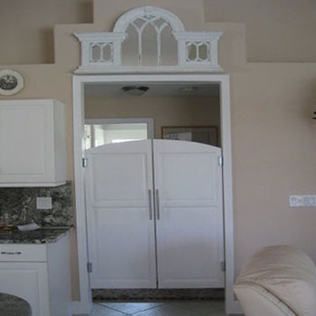 What are Saloon Doors and Cafe Doors?