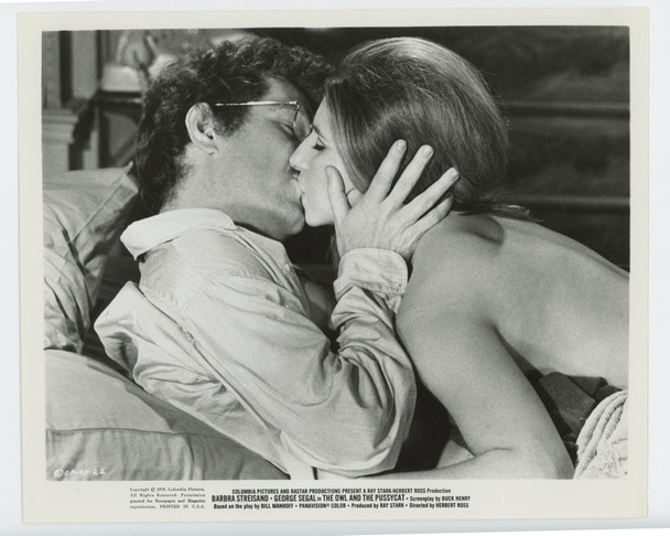 OWL AND THE PUSSYCAT, THE (1971) 19320  Barbra Streisand and George Segal Columbia PIctures Original Gelatin Silver Print (8x10)  Very Fine Condition