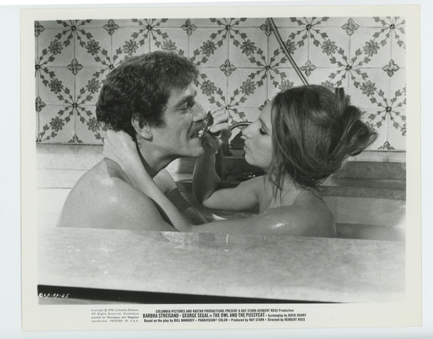 OWL AND THE PUSSYCAT, THE (1971) 19321  Barbra Streisand and George Segal Columbia PIctures Original Gelatin Silver Print (8x10)  Very Fine Condition