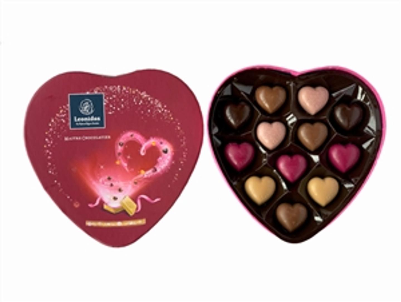 Valentine's Cardboard Heart with 12 Chocolate Hearts