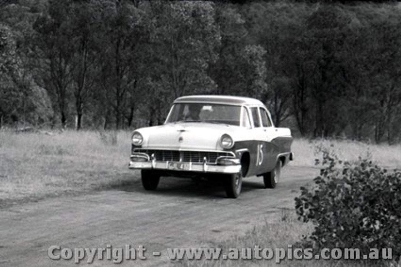 58116 - Len Lukey Ford Customline V8 Rob Roy 2nd February 1958 - Photographer Peter D Abbs